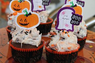 Oreo Halloween Cupcakes - made 2013, way yummy but used regular frosting.