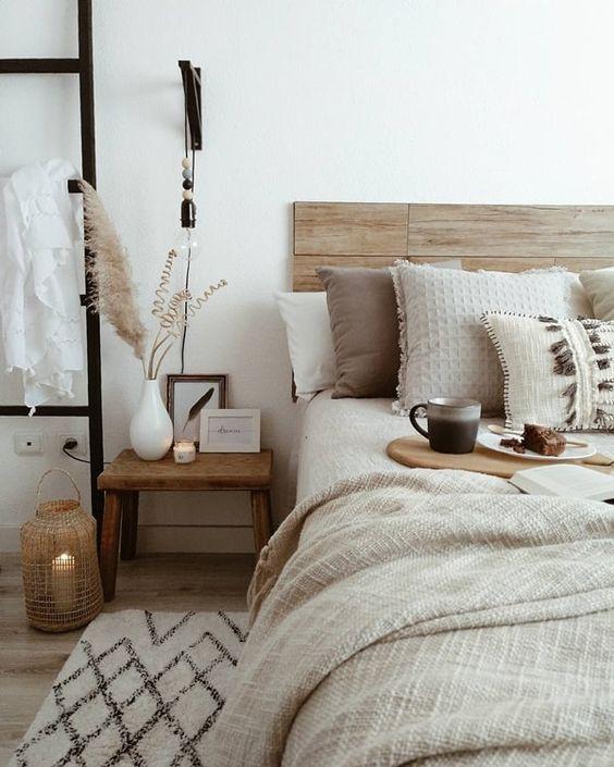 Cabecero de madera natural. #decoracionnatural #estilonatural #cabecerosdemadera #estiloydeco