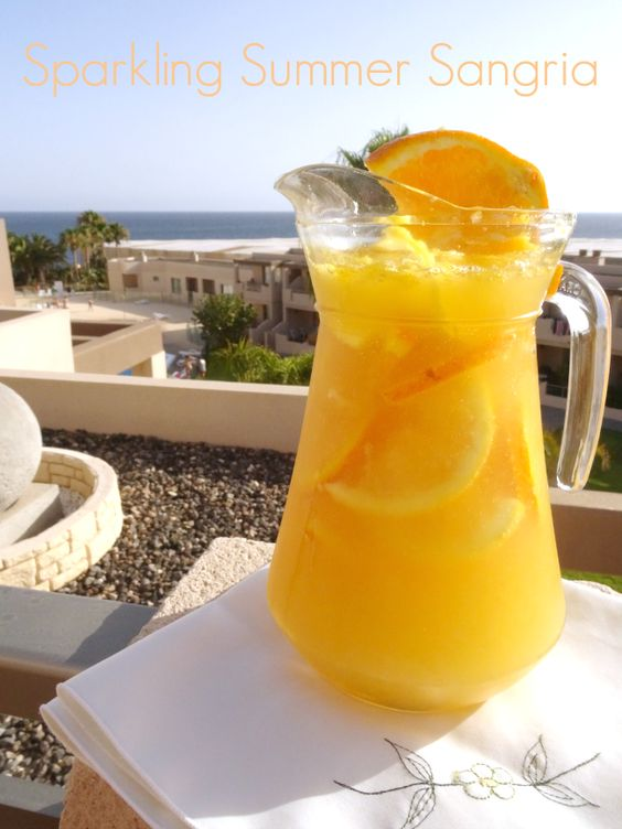 Sparkling Summer #Sangria #Recipe - a fruity sangria recipe made extra summery with citrus fruits and sparkling wine. Don't think you have to use champagne for this sangria - you can make it just as fabulous with cava, prosecco or sparkling wine! | www.pinkrecipebox.com