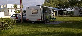 All my pitches are wide enough and situated on a nice flat green area, ideal for any kind of equipment (tent, caravan or camper). Camping Village Eurcamping, Campingplatz Roseto degli Abruzzi Stellplatz,