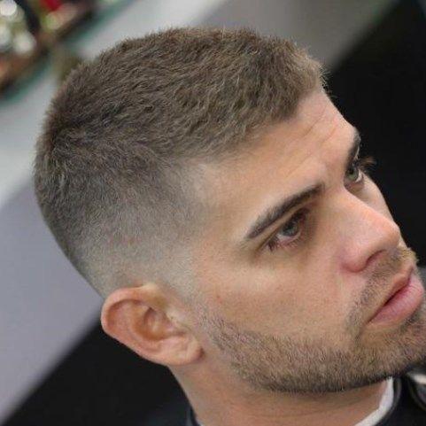 Kurzhaarfrisuren Herren 2020 Trendfrisuren Frisuren Frisuren2020 In 2020 Frisuren Kurz Haarschnitt Manner Manner Frisur Kurz