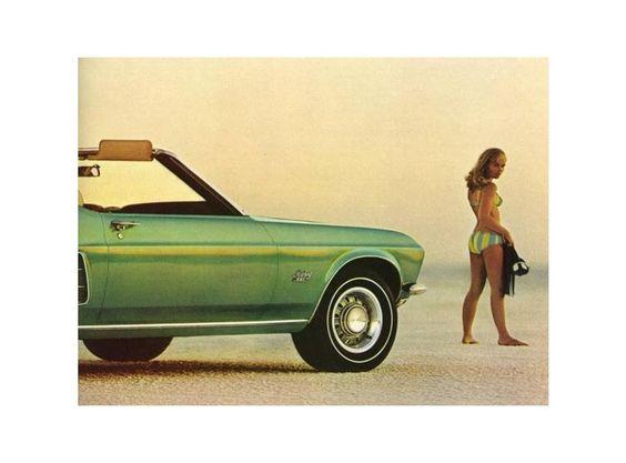 Fahren, Freiheit, Frauen : Irgendwie versuchten die Automobilhersteller, hier eine Anzeige von 1969 für den Ford Mustang, diesen Dreiklang immer wieder in ihre Werbekampagnen einzubauen. Im Laufe der Zeit wurden die einst prüden und braven Kleider der Auto-Girls immer enger und kürzer - und die Slogans der Werbetexter immer anzüglicher.