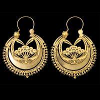 Brincos antigos e populares portugueses de filigrana em ouro. Antique and popular portuguese earrings.