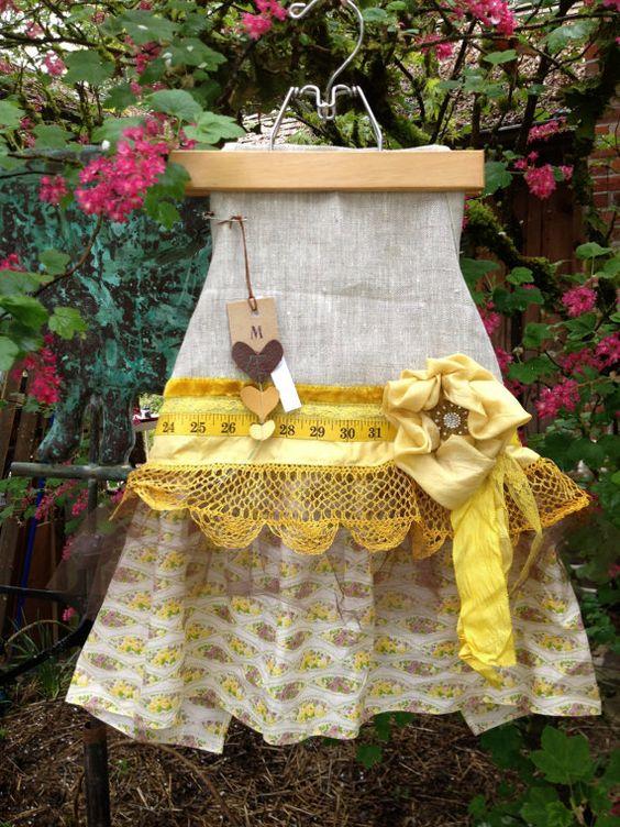 Girls apronParty dressLinen apronDress-up apron por MAVENcreations