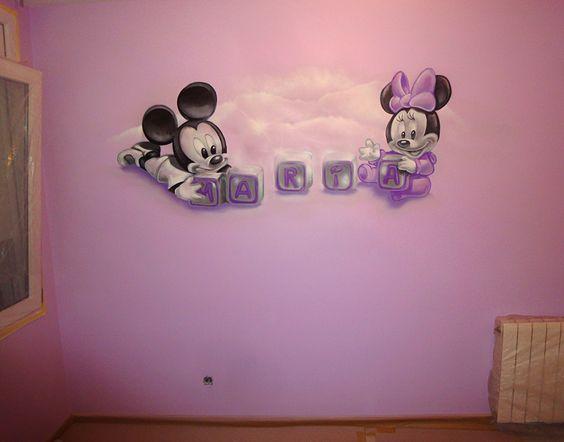 Dibujo de mickey mouse y minnie beb s en pared habitaci n - Dibujos habitacion bebe ...