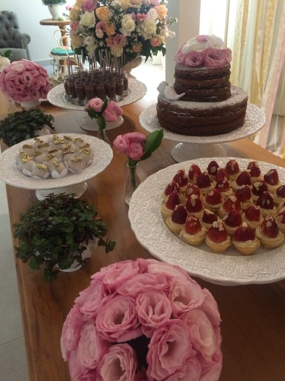 Mesa de doces romântica de casamento