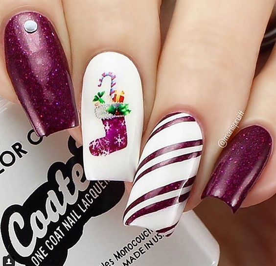 50 Easy And Eye Catching Christmas Nail Designs Red Nails Christmas Short Nails Christmas Co Christmas Nail Designs Christmas Nails Trendy Nail Art Designs