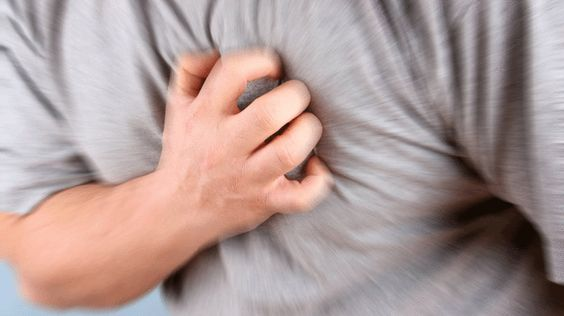 Griff ans Herz-Zunächst die gute Nachricht: Immer weniger Menschen in Deutschland sterben an einem Herzinfarkt. Zwischen zwischen 1992 und 2012 reduzierte sich die Sterblichkeit beim akuten Herzinfarkt um 40 Prozent. Trotzdem ist Myokardinfarkt immer noch eine der häufigsten Todesursachen. In Deutschland sind laut dem Bundesamt für Statistik knapp 55.000 Menschen 2012 an einem Herzinfarkt gestorben. Dabei könnte sofortiges Eingreifen viele Leben retten. Mittlerweile hängen an öffentlichen…