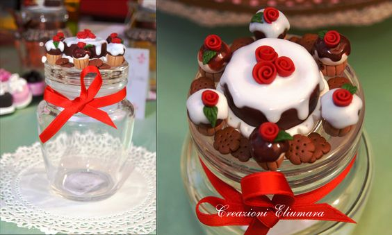 Barattolo con decorazioni in FIMO fatte a mano a torta e cupcake al cioccolato con glassa, rose e biscotti | Creazioni Eliumara