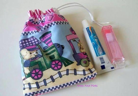 Saquinho kit higiene para seu filho levar na mochila com tudo organizado. <br>Este saquinho é composto por uma toalhinha, escova de dentes pequena e uma pasta pequena. <br> <br>Podemos produzir nas cores e tamanhos que mais lhe agradar.