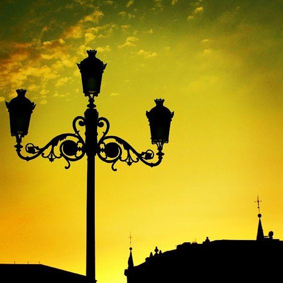 Atardecer de Verano en el Parque el Buen Retiro en Madrid --->