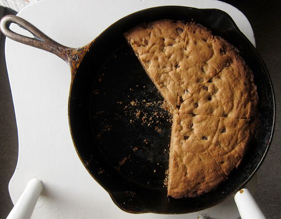 Skillet chocolate chip cookie, Cast iron skillet and Whole wheat flour ...
