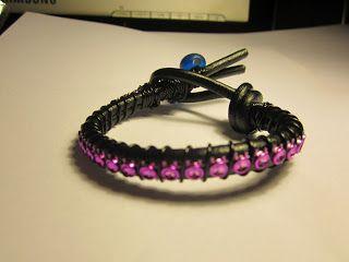 Pulseiras de couro e camurça preta e rosa