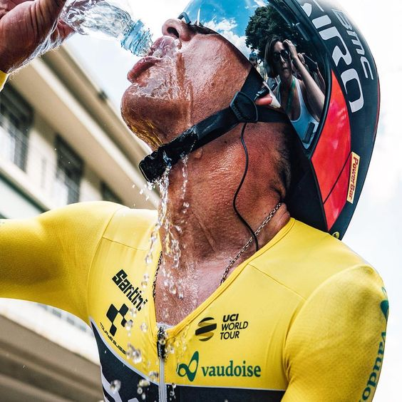 "Thirsty Work""..@sonyalpha..#cyclingimages #tourdesuisse #sonyalpha #sonya9 #gmasterlens #itt #yellowjerse"