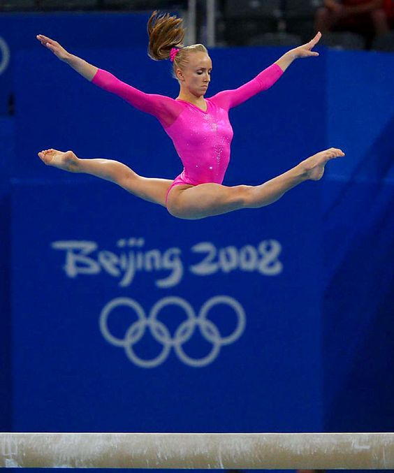 nastia liukin permorming on the balance beam at all around