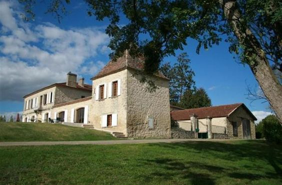2 Bedroom Manor House in Duras to rent from £371 pw, with a tennis court. Also with balcony/terrace, Log fire, air con, TV and DVD.