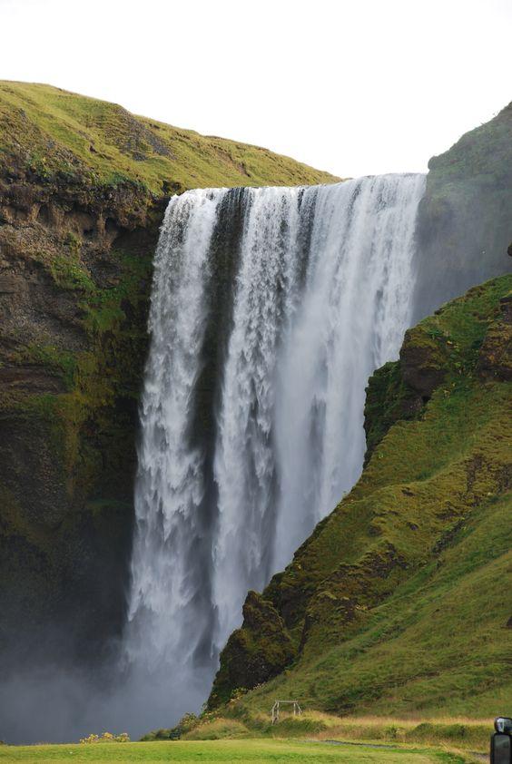 Una de las imponentes cascadas islandesas