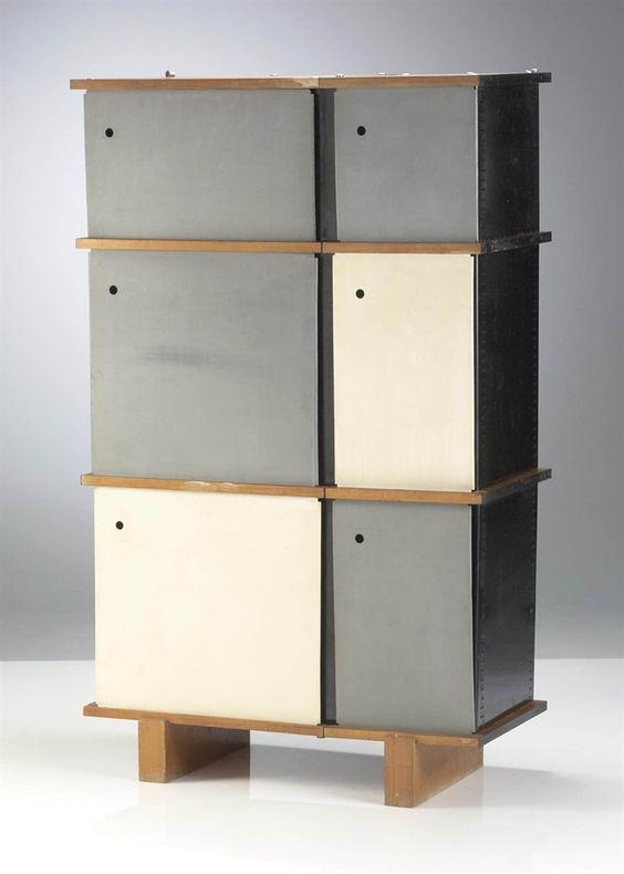 CHARLOTTE PERRIAND (1903-1999) MEUBLE DE RANGEMENT, ÉDITIONS STEPH SIMON, VERS 1960 En métal laqué, frêne et matière plastique Hauteur : 160 cm. (63 in.) ; Longueur : 96 cm. (37 13/16 in.) ; Profondeur : 46.5 cm. (18 5/16 in.)