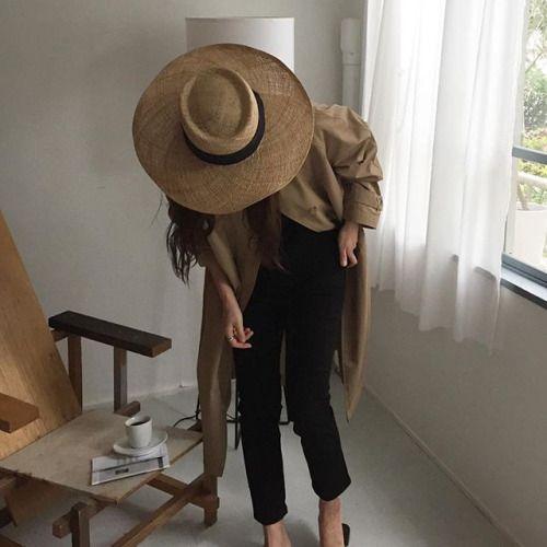 Les chapeaux sont très en vogue pour l'été 2017.: