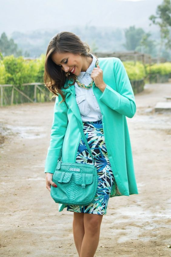 Abrigo verde pastel en fashion blogger para temporada de invierno . Encuéntralo en el closet de maja!