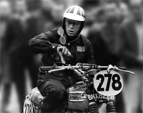 """Se come Steve McQueen siete amanti dei motori e delle corse spericolate, ecco cosa non può mancare nel vostro guardaroba, per uno stile, oserei dire, alla """"king of cool""""."""
