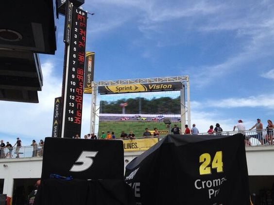 Kasey kahne . Feel like I'm a drive-in theater with a jumbo Sprint Vision screen .