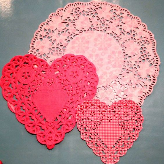 Darling doilies in lovely shades of pink. ‪#‎doilies‬ ‪#‎heartdoilies‬ ‪#‎hearts‬ ‪#‎pastrypink‬ ‪#‎pastries‬ ‪#‎valentinegift‬ ‪#‎afternoontea‬ ‪#‎teapartis‬