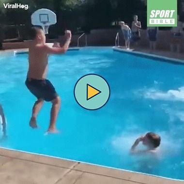 um incrível truque na piscina