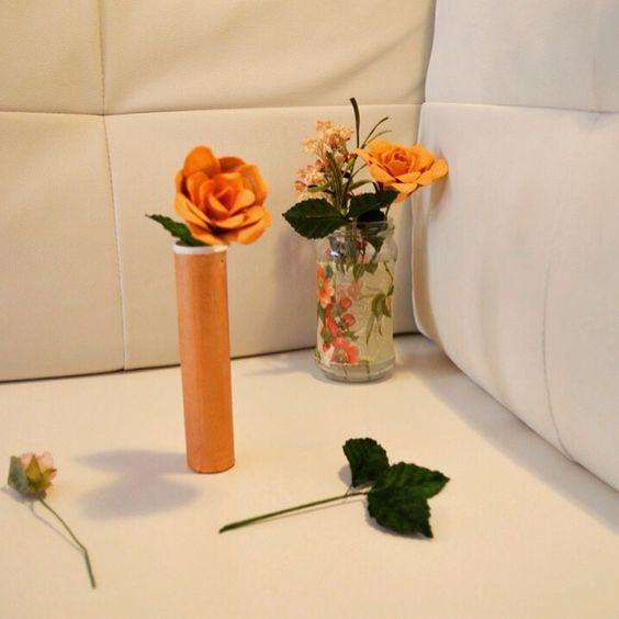 Jarroncillos handmade! El tutorial aquí http://confetihandmade.esy.es/handmade/jarrones/