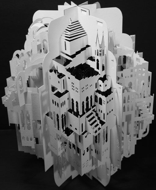 Оригами архитектор Ингрид Siliakus и города ее из пропила и сложенной бумаги .: