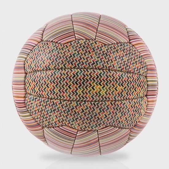 Ballon de foot Paul Smith - #Luxe - Visit the website to see all photos http://www.arkko.fr/ballon-de-foot-paul-smith/