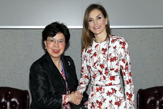 La Reina Letizia deslumbra en la ONU en Nueva York con vestido de Caroli...