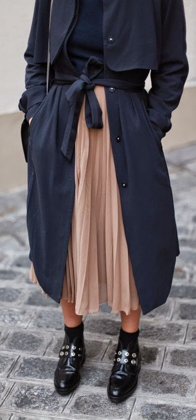 pleated midi skirt. trench coat. #streetstyle