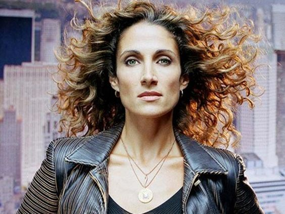 Determinação e personalidade! Conheça um pouco mais sobre Stella de CSI: New York http://r7.com/OqAT