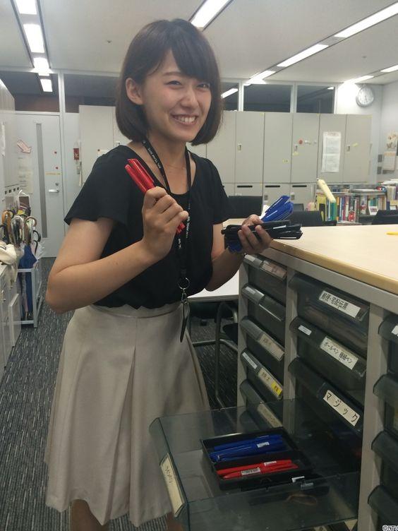 出社中の尾崎里紗さん