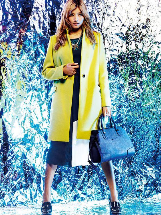 黄色コートのローラ