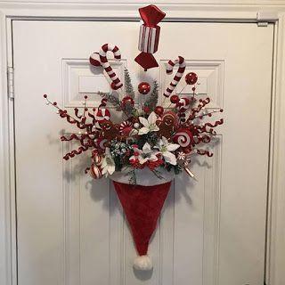 Adornos navideños para la puerta de tu casa usando gorritos de navidad ~ cositasconmesh