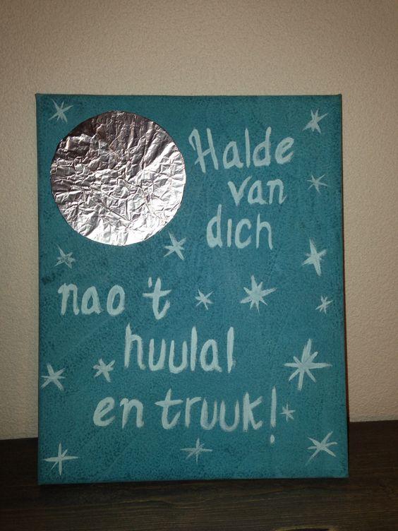 Love you to the moon and back! Halde van dich nao 't huulal en truuk!  #painting #daughter #schilderij #dochter ❤️ #birthdaypresent  Blauw verven, maan maken van aluminiumfolie en beschilderen met de tekst.