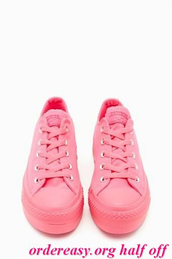 Pink converse. àaaaaaaahhhhhhhh I love converse!!!!!!!!! Go anywhere do anything intheses pink conberses     Fashion pink #converses #sneakers summer 2014