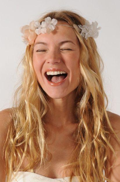 Couronne de fleurs en organza de soie 165€ Delphine Manivet: