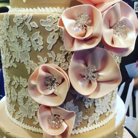 Lace, sugar and bling, now all you need is the ring (www.martinespastries.com)