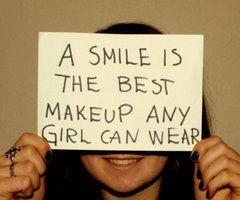 """""""Um sorriso é a melhor maquiagem que uma garota pode usar"""""""