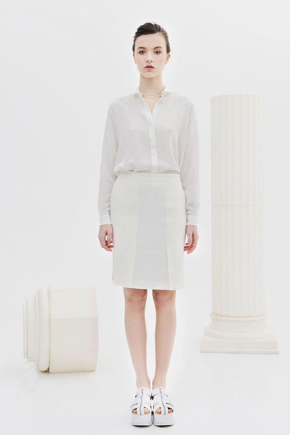 BOGDAR SS16. Falda tubo entallada con ranuras a los lados, bolsillos y cremallera trasera. Tejido ecopiel. #SS16 #minimalismo #tendencia #modamujer #lookbook #bogdar #femenino #moda