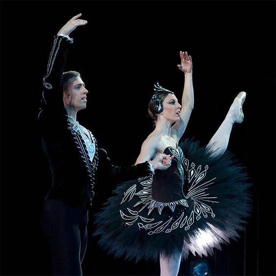 black swan pas de deux