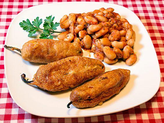 Friggitellos Rellenos und Borlotti Barbecue Beans