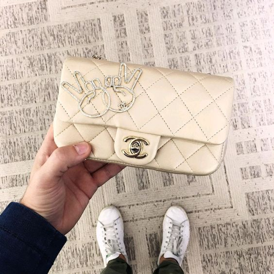 Chanel-Cat,-Flower-and-Peace-Graphic-Flap-Bags Fall 2016