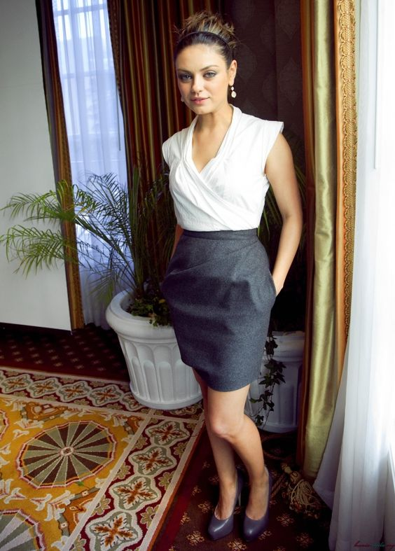 Mila Kunis - minus the shoes - pretty outfit for work
