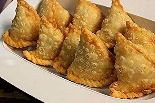 مقادير السمبوسة الهندية مقادير العجينة 3 كوب طحين 1 2 كوب زيت نباتي 1 2 كوب لبن 1 2 ملعقة صغيرة ملح 1 Meat Samosa Samosa Recipe Vegetarian Samosa Recipes