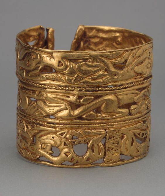 Bracelet. Epoch. Period: Early Iron Age. Date: Sakae Culture. 4th century BC. Place of finding: Siberian collection of Peter I. Archaeological site: Russia, Siberia. Material: gold. Technique: cast and chased.