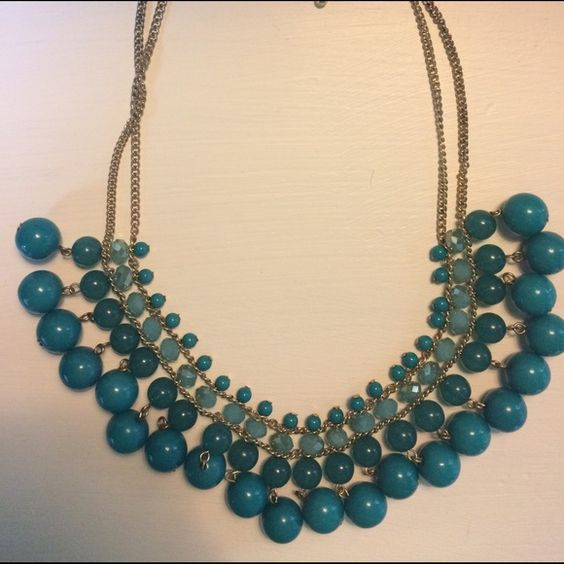 Statement necklace Pretty turquoise statement necklace that I've worn only a couple times. Is in perfect condition! Charming Charlie Jewelry Necklaces